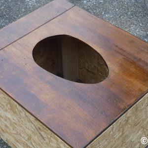 コンポストトイレの自作 8:天板の穴あけと塗装