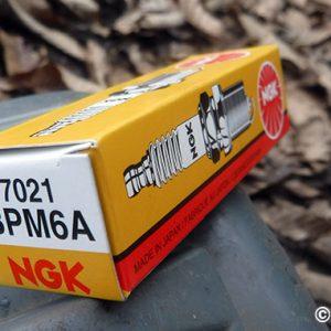 草刈り機のスパークプラグを交換する(HB-255HS)
