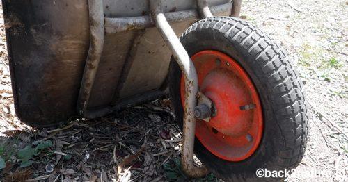 一輪車(ねこ)の空気漏れをバルブ交換で改善